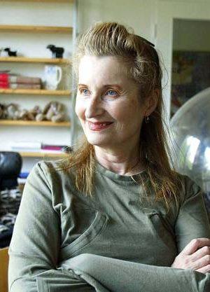 Trollkarlen från Frankrike drar i trådarna –Elfriede Jelinek kommenterar krisen i Svenska Akademien i SvD