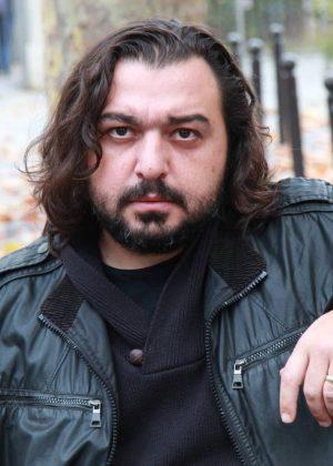 Kan du vägra bli ett monster när du lever i helvetet? Intervju med Hakan Günday i SvD