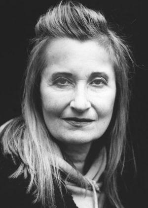 Trollkarlen från Frankrike drar i trådarna. Elfriede Jelinek kommenterar krisen i Svenska Akademien